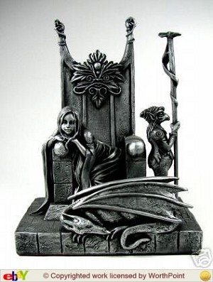 Red Queen, Sterling, Statue